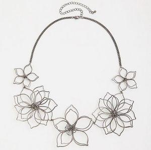 NWT Torrid Open Wire Flower Necklace